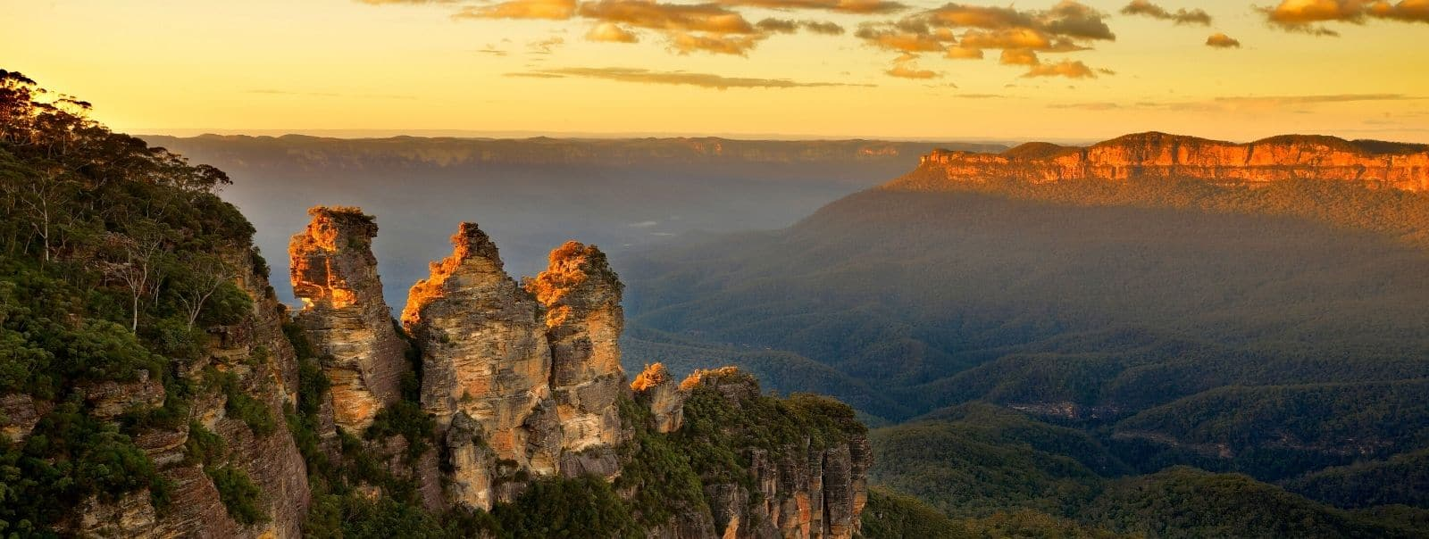Sunset over the 3 Sisters & Jamison Valley during Discover Blue Mountains in a Day